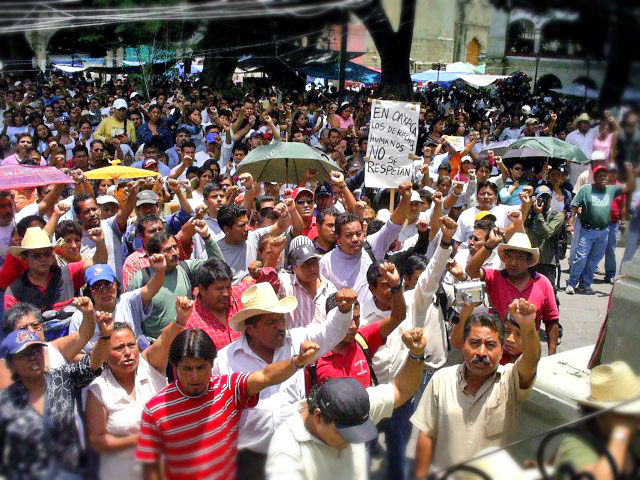 Marcha de la APPO, 21 de Julio de 2007 © SIPAZ