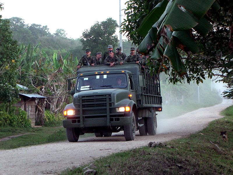 Militärfahrzeug in der Gemeinschaft Zapata, Gemeinde San Manuel, Chiapas © SIPAZ