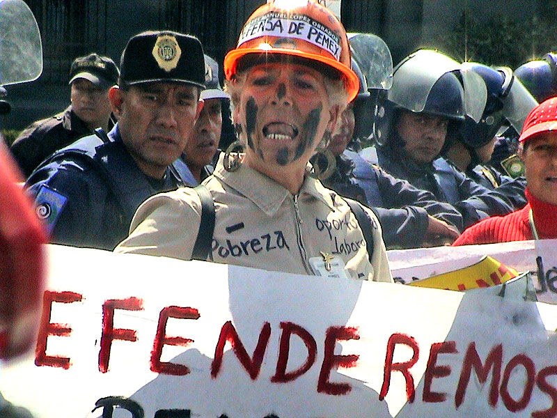 An act of pacific civilian resistance © Blog Lámpara de Diógenes