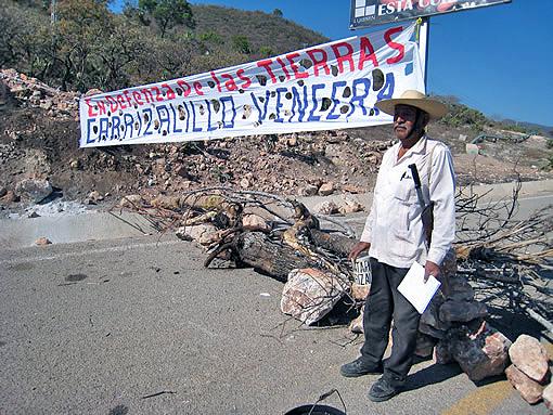 El plantón de los ejidatarios de Carrizalillo en protesta de la empresa minera © CDH Tlachinollan