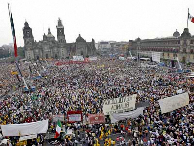 Protests continued in Mexico City against the energy reform initiative © La Jornada