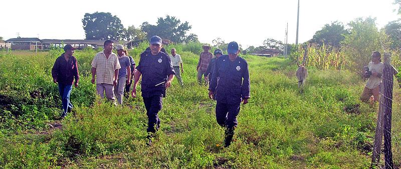 Cateo en la comunidad 28 de junio, municipio Venustiano Carranza © CDHFBC