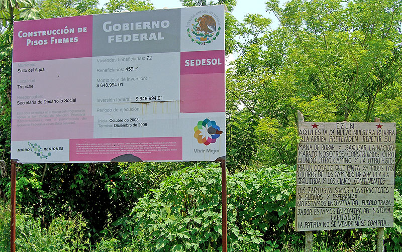In the same place, posters from government and EZLN © SIPAZ
