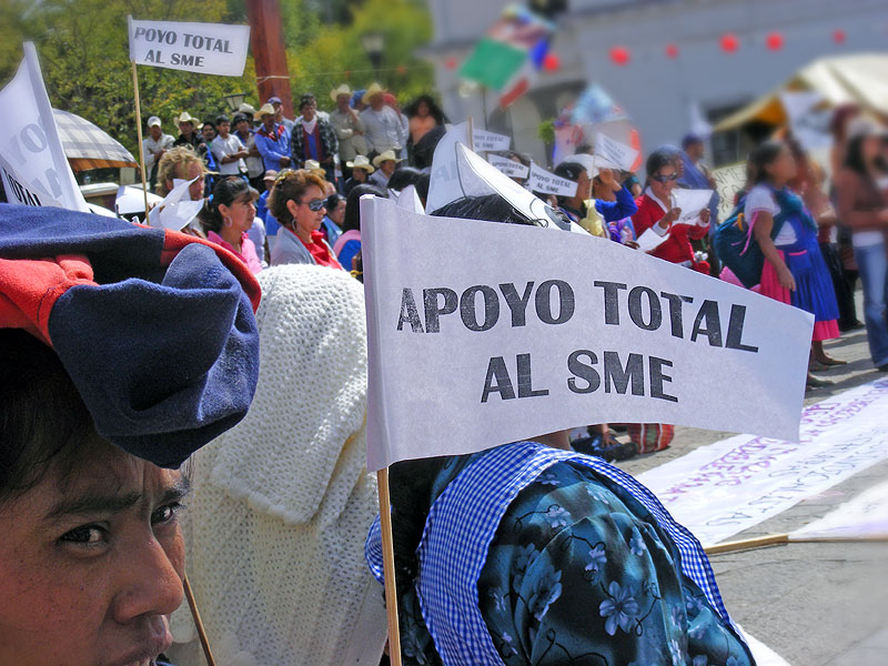 Solidarity towards SME during a women's demonstration in San Cristóbal (November 25th, 2009) © SIPAZ