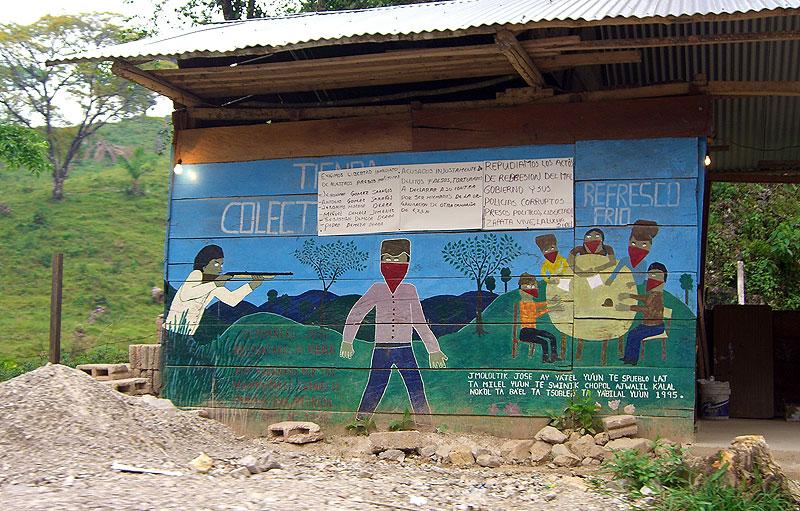 Mural en la carretera a Agua Azul © SIPAZ