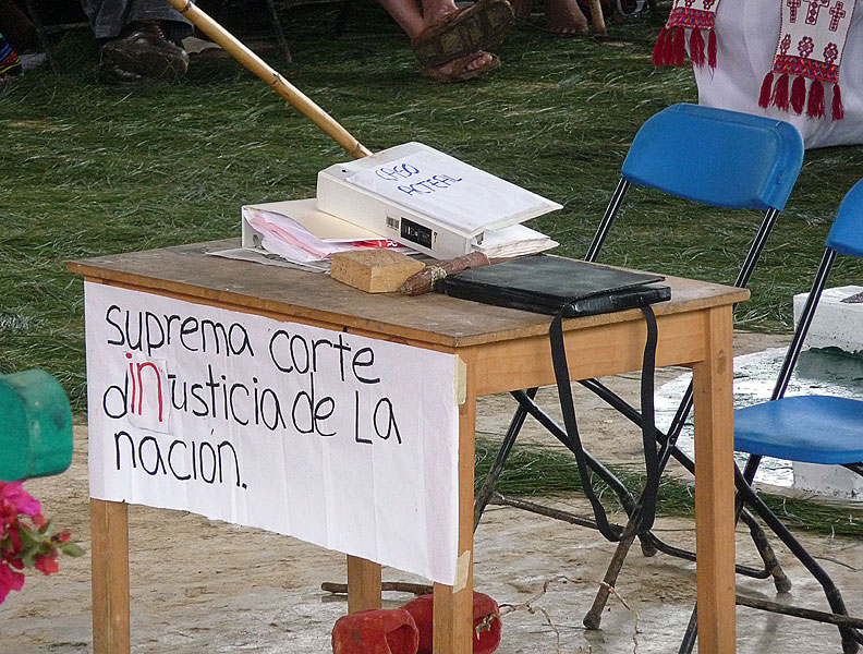 Sign in Acteal from December 2009 denouncing the role of the Supreme Court of (in-)Justice of the Nation © SIPAZ