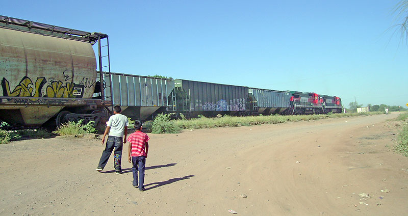 Cargo train in Sonora © SIPAZ