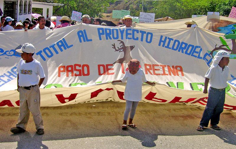 March against the Paso de la Reina dam© SIPAZ