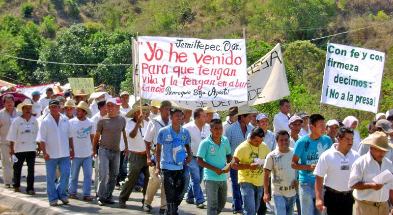 Marcha en contra de la construcción de la represa Paso de la Reyna, Oaxaca © SIPAZ