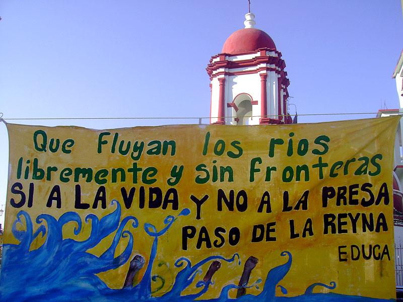 Manta en contra de la construcción de la represa Paso de la Reyna, Oaxaca © SIPAZ