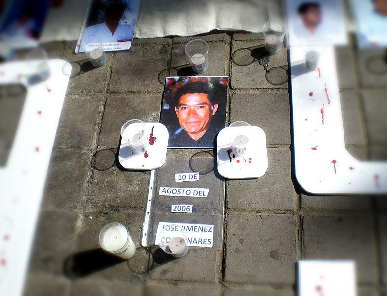 Ayuno por el 5° Aniversario del asesinato de José Jiménez Colmenares, frente al Palacio de Gobierno, Ciudad de Oaxaca, Agosto 2011 © SIPAZ