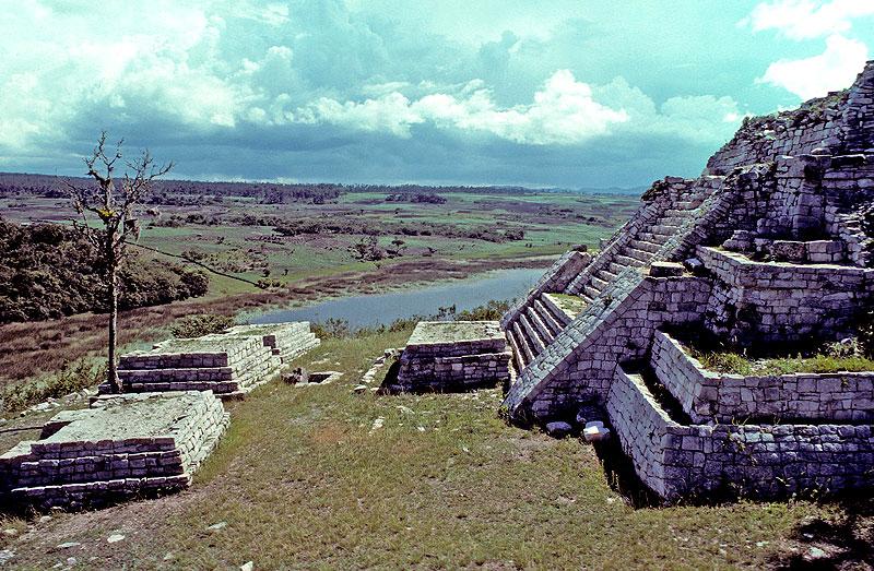 Ruinas mayas de Chincultik © Escrutino Público, 2008