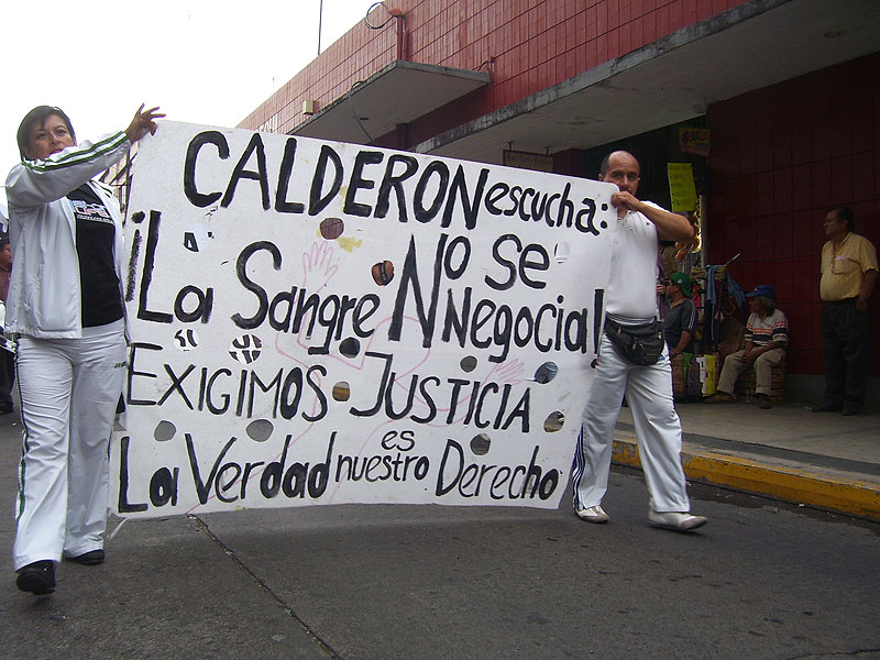 """Calderon, listen: blood is not negotiable"", protests in 2011 © zapateando.wordpress.com"