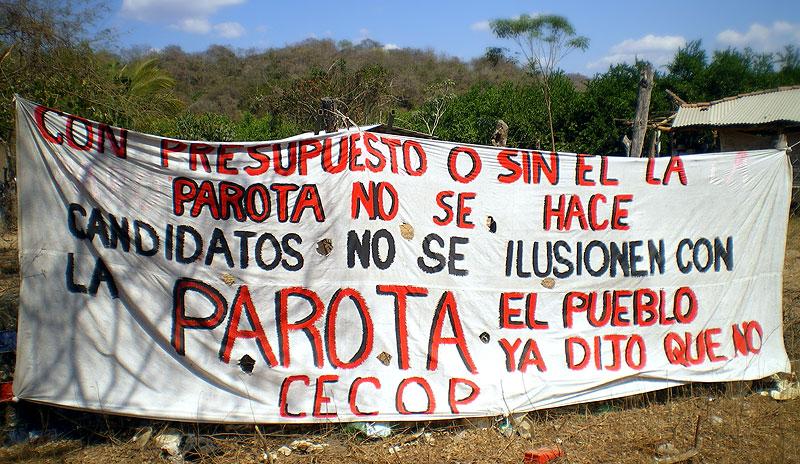"""Manta """"Con presupuesto o sin él, La Parota no se hace. Candidatos no se ilusionen con la Parota, el pueblo ya dijo que no, CECOP"""" © SIPAZ, febrero de 2011"""