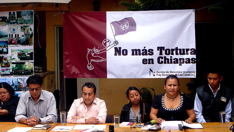 Presentation of the Report regarding Torture by the CDHFBC, June 2012 © SIPAZ