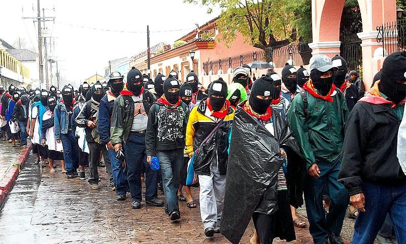 Marcha del EZLN en San Cristóbal de las Casas, Chiapas, el 12 de enero de 2013 © SIPAZ
