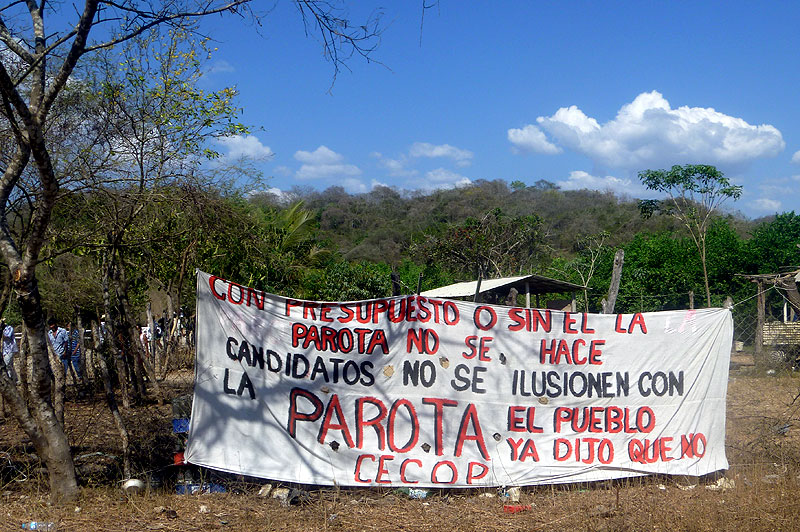 Banner of the Council of Ejidos and Communities Opposed to the La Parota Dam (CECOP), January 2011 © SIPAZ