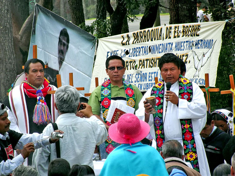 Mass in front of the No. 5 Prison in favor of the release of Alberto Patishtán, 19 June 2013 © SIPAZ