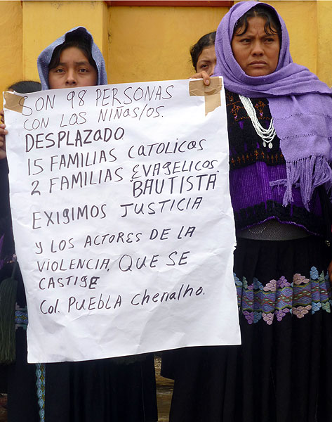 Displaced people of Colonia Puebla during a march of Pueblo Creyente (Believing People), San Cristóbal de las Casas, September 12 © SIPAZ