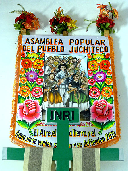 Banner of the Popular Assembly of the Juchiteco People, Tehuantepec Isthmus© SIPAZ