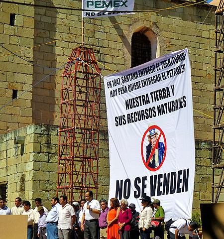 """Event against energy reform in Oaxaca City: """"Our land and natural resources are not for sale"""" © SIPAZ"""