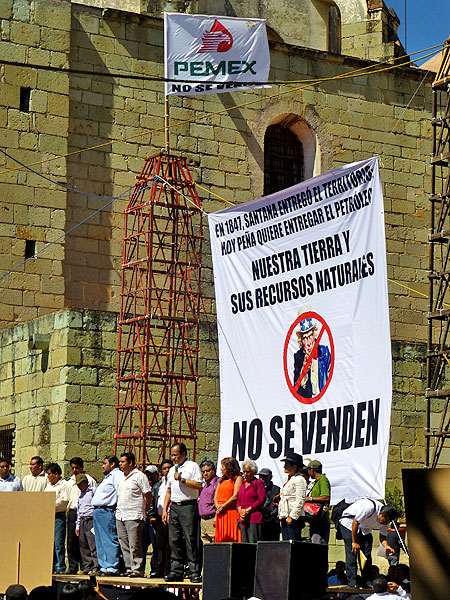 "Event against energy reform in Oaxaca City: ""Our land and natural resources are not for sale"" © SIPAZ"