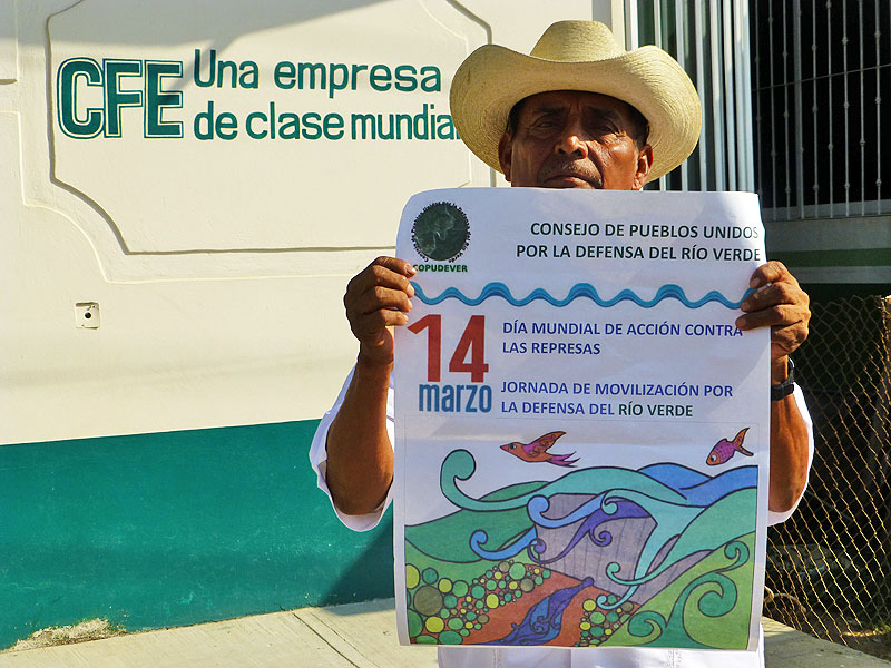 Protest by the Council of Peoples United in Defense of the Verde River (COPUDEVER) on the Day of Action against Dams. 14 March, Jamiltepec, Oaxaca © SIPAZ