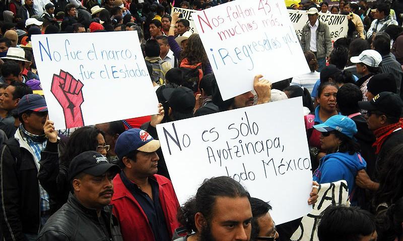 Marches in solidarity with Ayotzinapa in San Cristóbal de las Casas and Mexico City– November 20, 2014 © SIPAZ