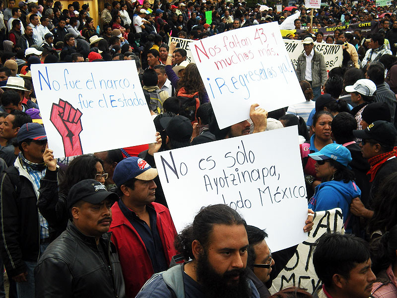 Marches in solidarity with Ayotzinapa in San Cristóbal de las Casas and Mexico City– November 20, 2014 © SIPAZ