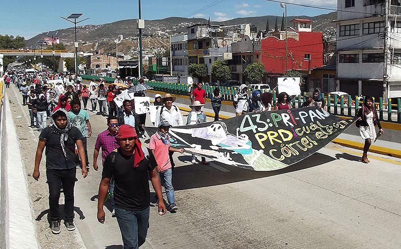 Marcha en Chilpancingo, febrero de 2015 © SIPAZ