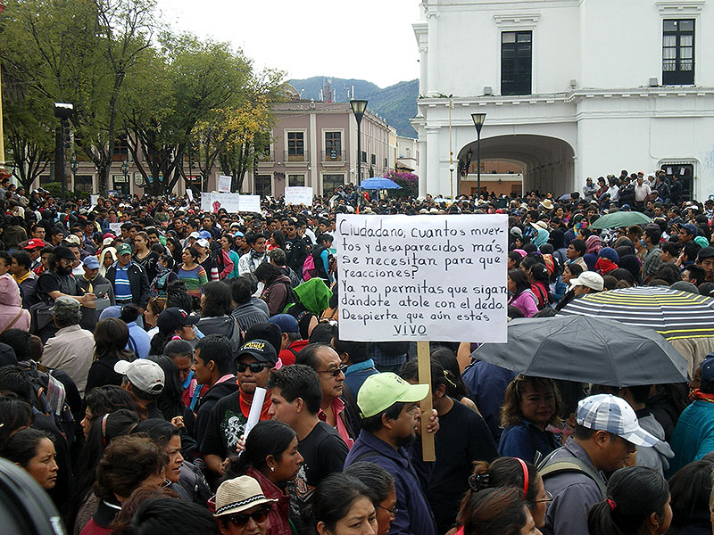 """""""Citizen, how many more dead and disappeared are required so that you will react?  Do not allow them to continue giving you atole with their fingers.  Awaken, if you are still alive"""" (Protest in solidarity with Ayotzinapa in Chiapas)© SIPAZ"""
