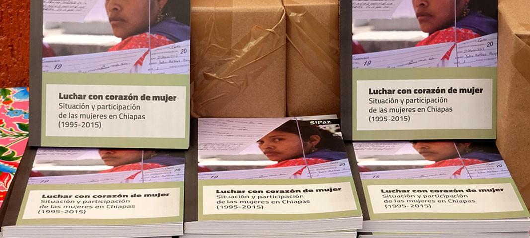"""""""Lutter avec un cœur de femme"""", livre publié par le SIPAZ dans le cadre de son XX° Anniversaire © SIPAZ"""