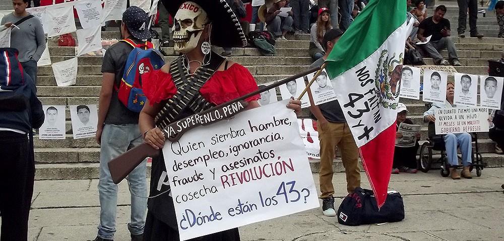 Nos faltan 43, manifestación por Ayotzinapa en la Ciudad de México, agosto de 2015 © SIPAZ